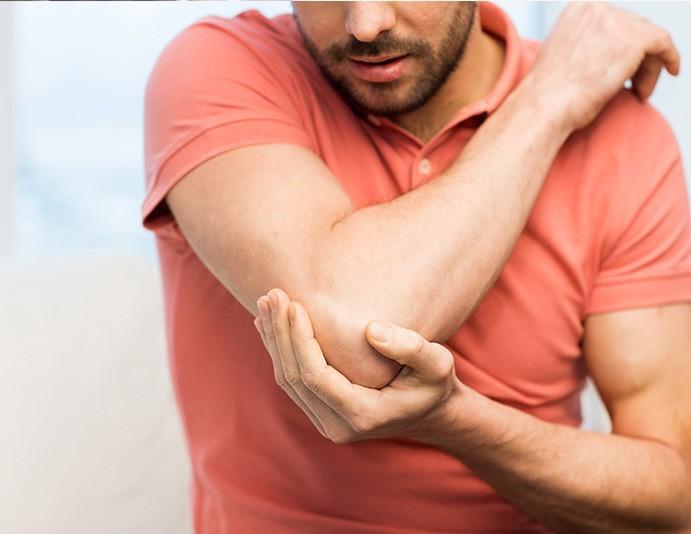 درمان تنیس البو آرنج تنیس باز درد پشت آرنج در اثر استفاده مکرر